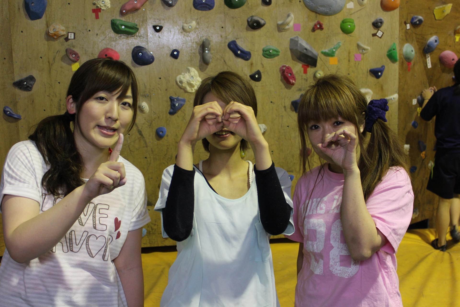 こちらの美女3人組の方々が1000番目でした!